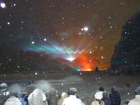 在寒冷飛雪下,觀賞知床激光演