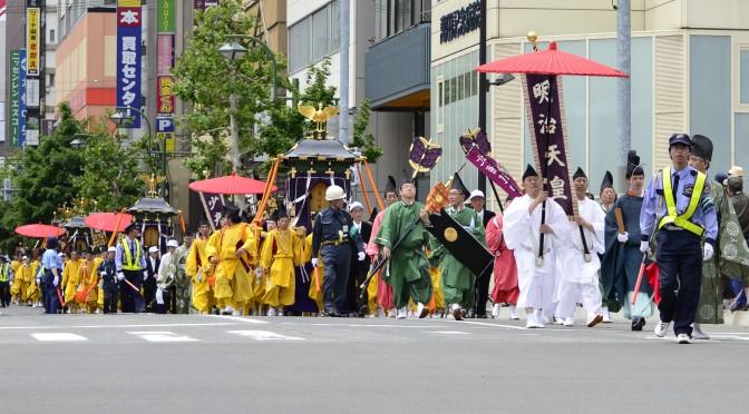 大馬路上巡遊 – 札幌祭
